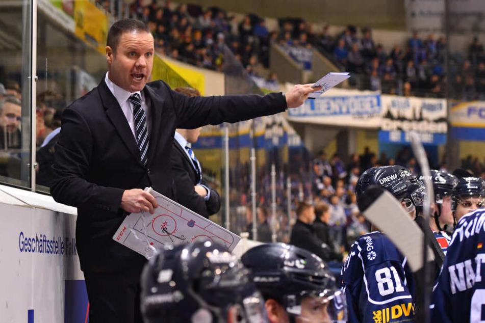 Trainer Bradley Gratton hat die Charakterfrage bei den Dresdner Eislöwen bereits angesprochen.