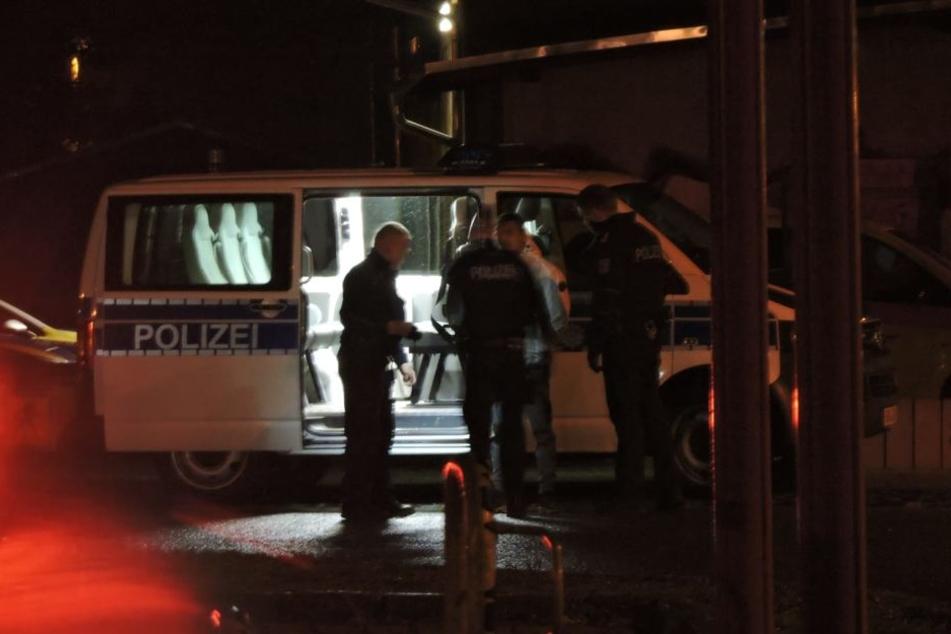 Die Polizei nahm noch vor Ort einen Verdächtigen fest.