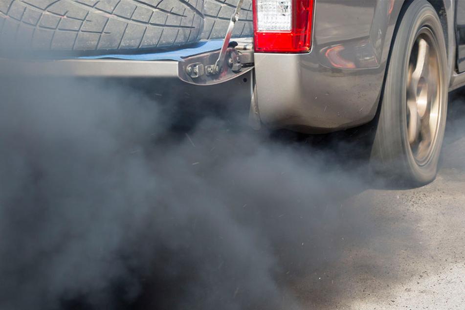Jährlich stürben rund 13 000 Menschen an den Folgen des Dieselabgasgiftes Stickstoffdioxid, so die Deutsche Umwelthilfe.