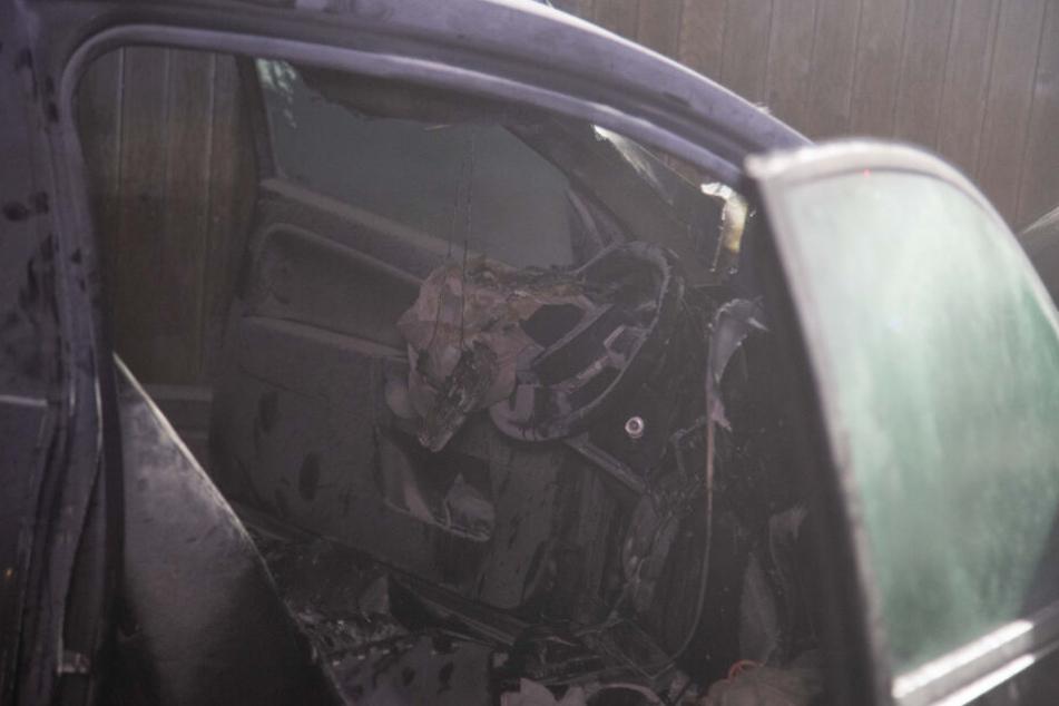 Der Innenraum des Wagens wurde völlig zerstört.