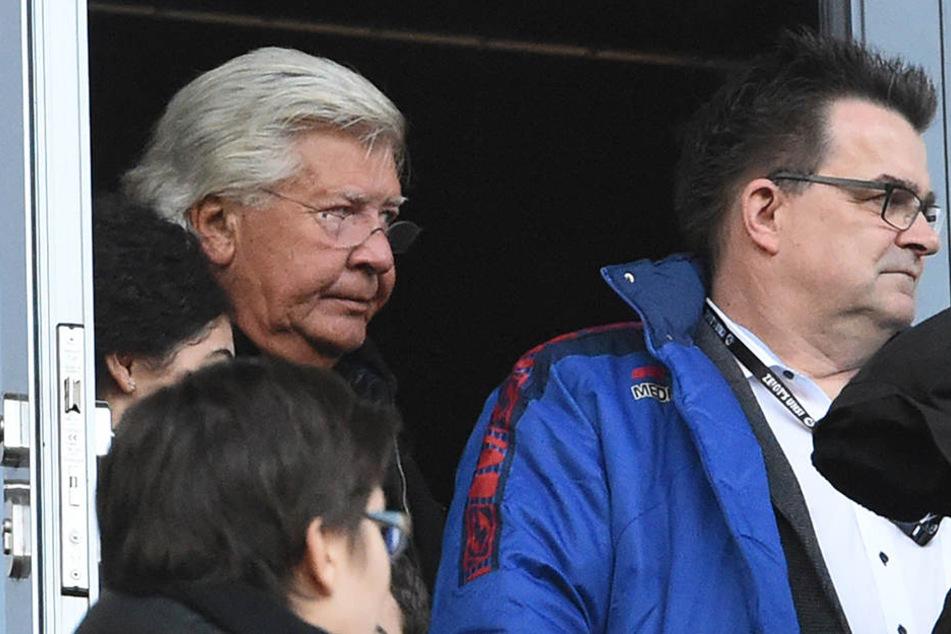 Ex-Präsident Wilfried Finke (li.) und sein Nachfolger Martin Hornberger hatten in der ersten Halbzeit keinen Spaß am Spiel.