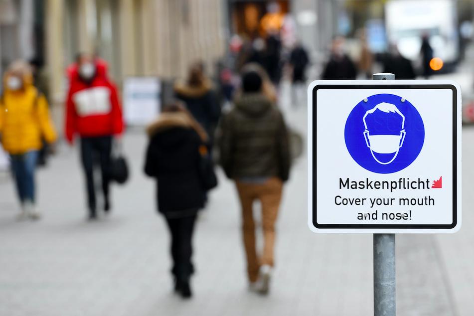 Durch geschlossenen Geschäfte in den Innenstädten hatten die Bürger weniger Möglichkeiten zum Konsumieren.