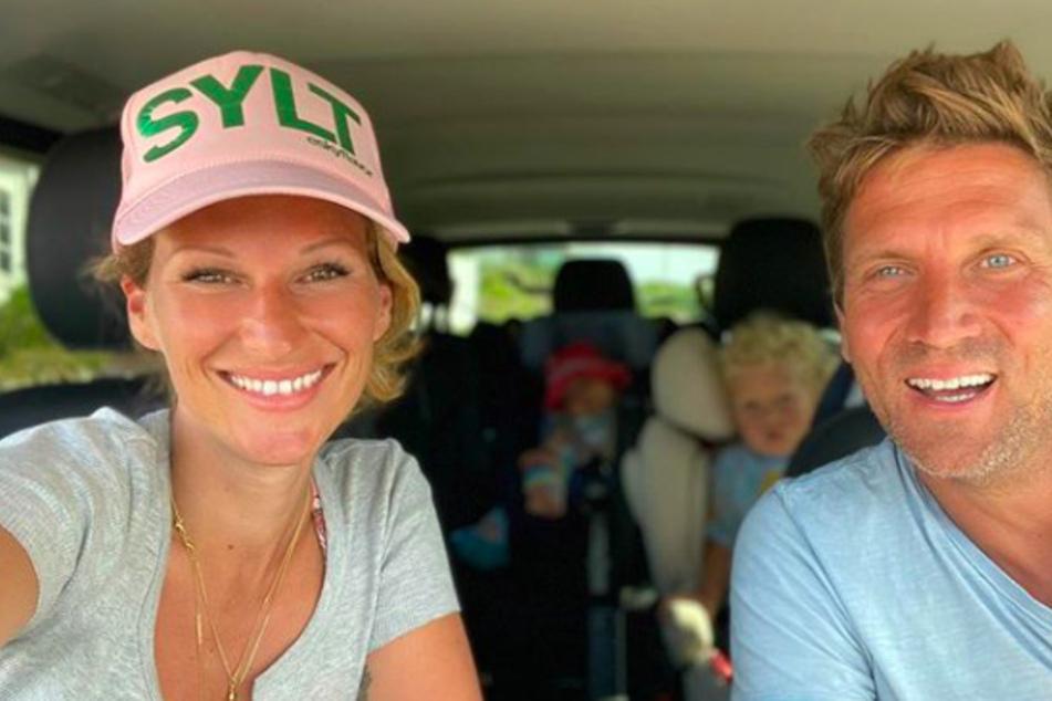 Janni Hönscheid (29) und Peer Kusmagk (44) sind stolze Eltern von zwei Kindern.
