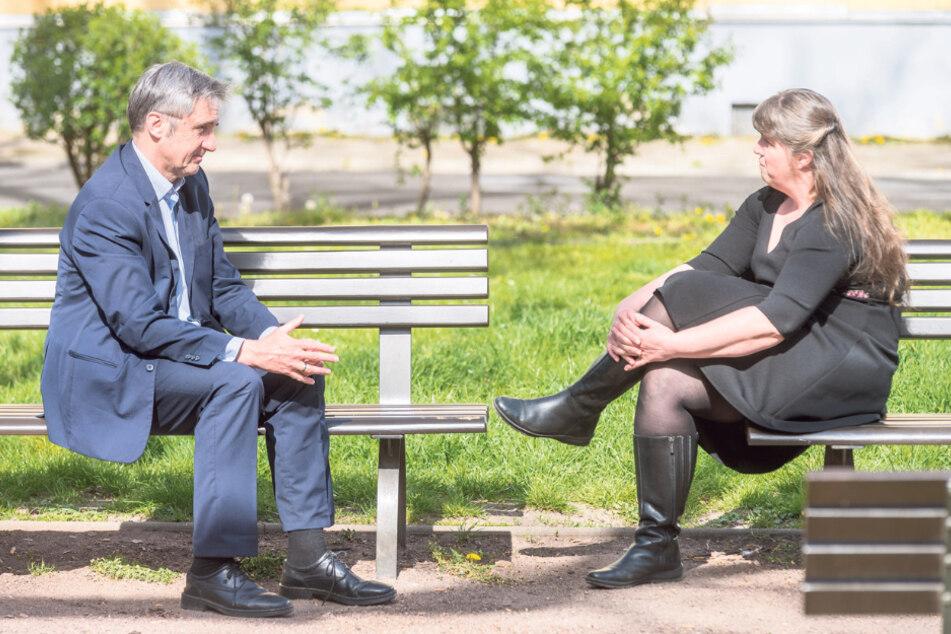 Gespräch mit Sicherheitsabstand im Park: Frank Richter im Interview mit Redakteurin Pia Lucchesi.