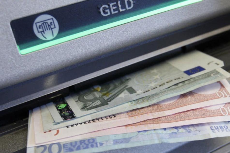 Bislang entstand durch den Klau der Karte ein Schaden von rund 20.000 Euro. (Symbolbild)