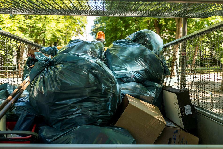 Sommer-Überschuss: Durch die warme Jahreszeit gibt es in den Chemnitzer Parks noch mehr Abfall.