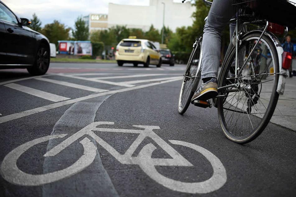 Kreuzungen, Ampeln und Fußgängerübergänge adé? In Sachsen sollen vier Fahrrad-Schnellstraßen entstehen.