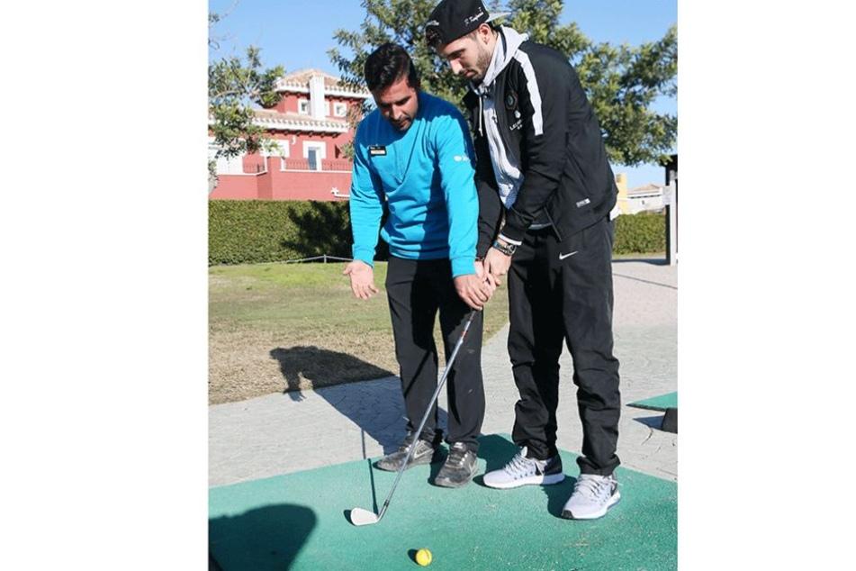 Sprachentalent Fabio Kaufmann hatte auch beim Golf-Kurs keinerlei Probleme, sich mit Lehrer Antonio zu verständigen.