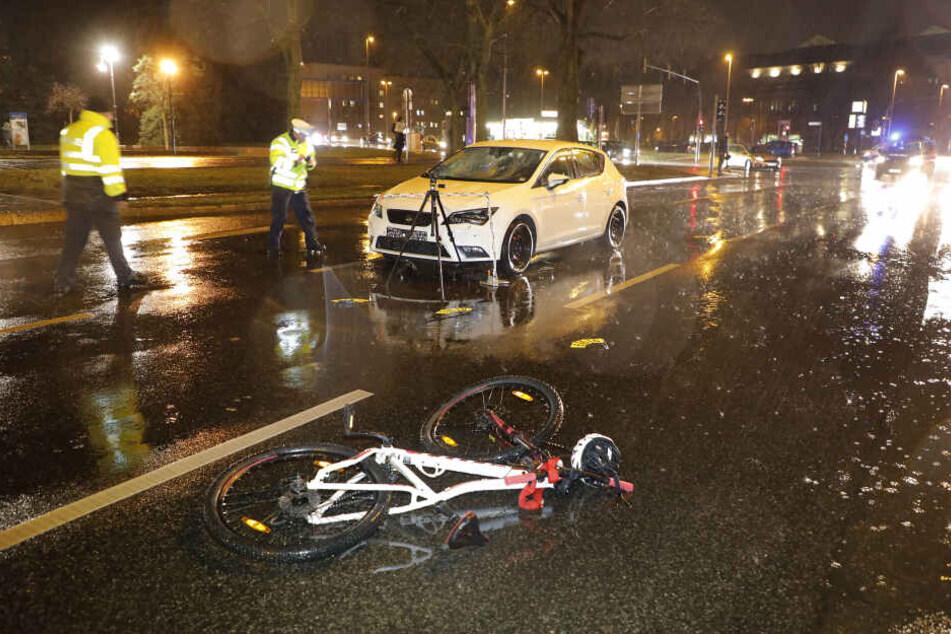 Auto erfasst 15-jährige Radfahrerin im Chemnitzer Zentrum