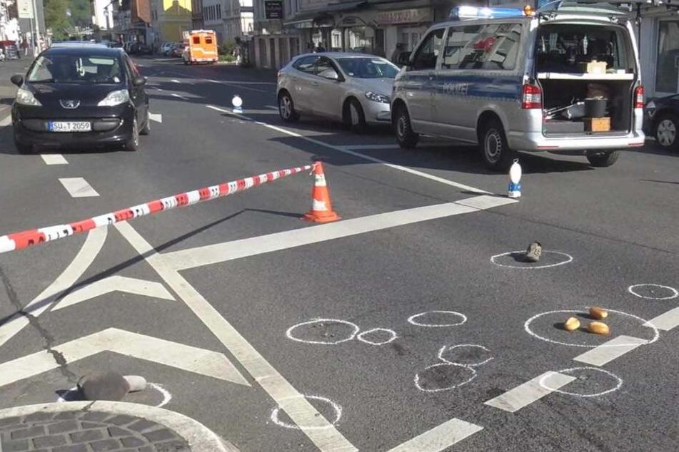 Der Fußgänger (82) wurde bei dem Unfall auf einer Kreuzung tödlich verletzt.