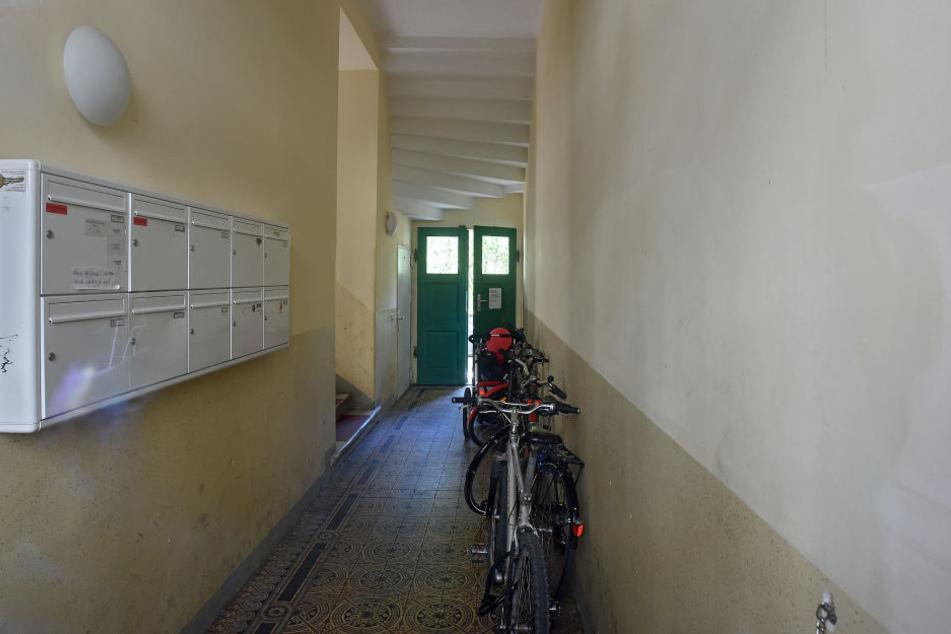 Schon wieder! Frau in Dresden in Hauseingang sexuell belästigt