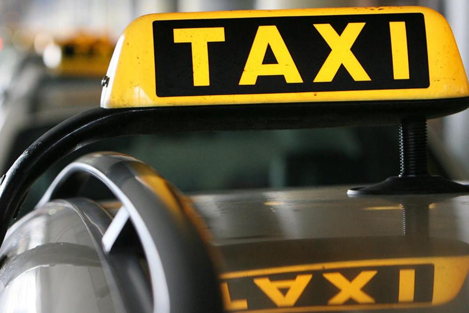 Einige Beamte sind nebenberuflich als Taxifahrer unterwegs, um sich das nötige Kleingeld dazuzuverdienen.