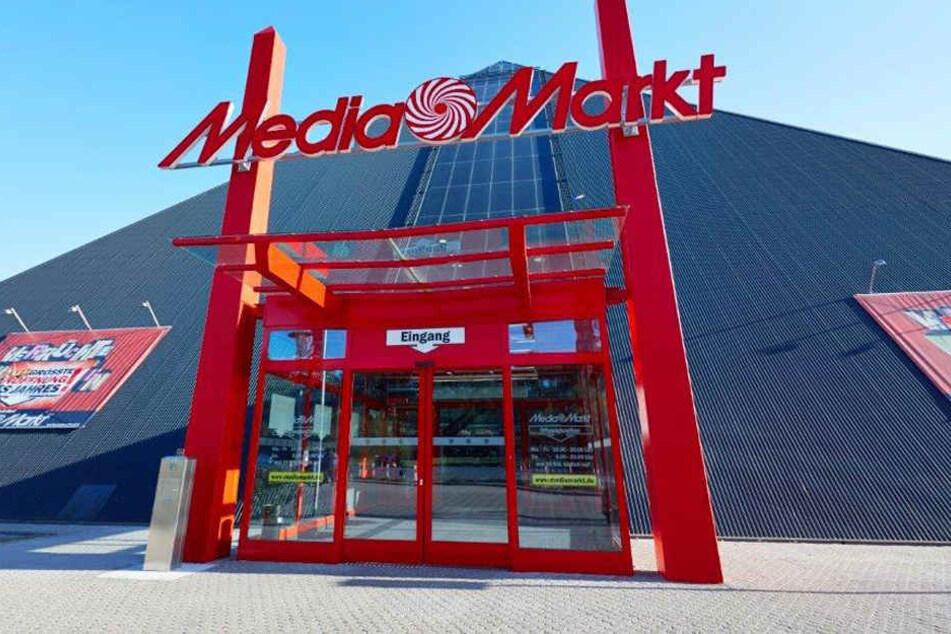 Mitten in Oldenburg steht die einzigartige MediaMarkt-Pyramide.