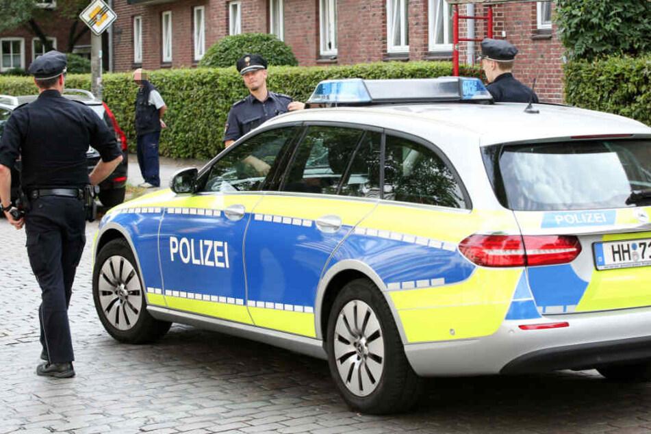 Die Polizei hat in der Wohnung mehrere mögliche Tatwaffen sichergestellt (Symbolbild).