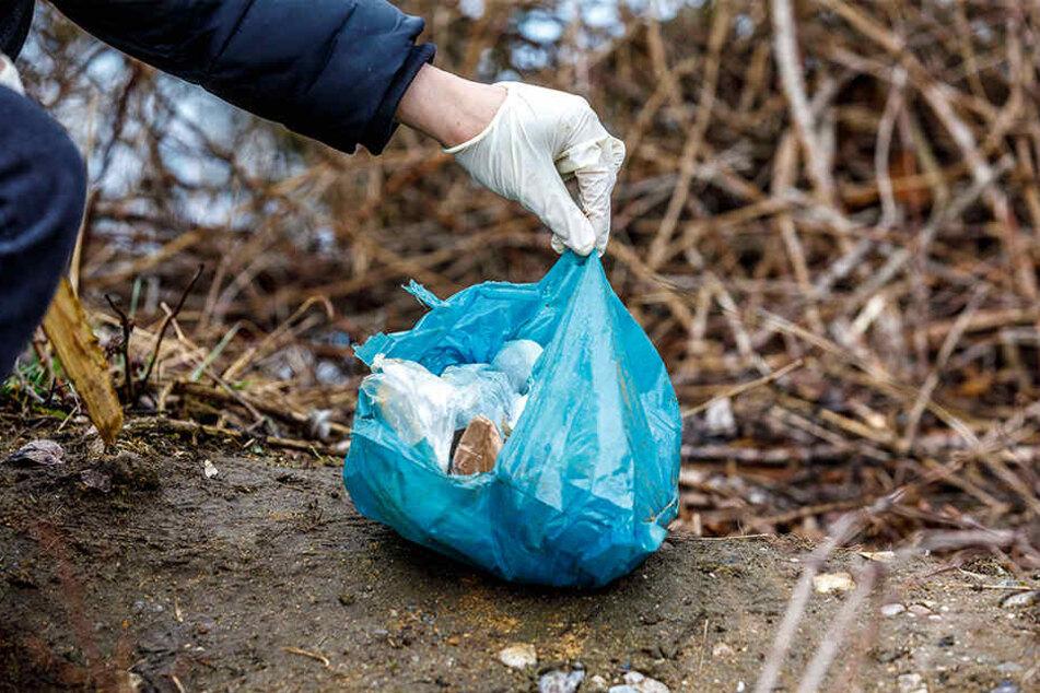Die Tierkadaver befanden sich in zwei Plastiktüten. Die Fellhüllen waren teilweise zusammengerollt.