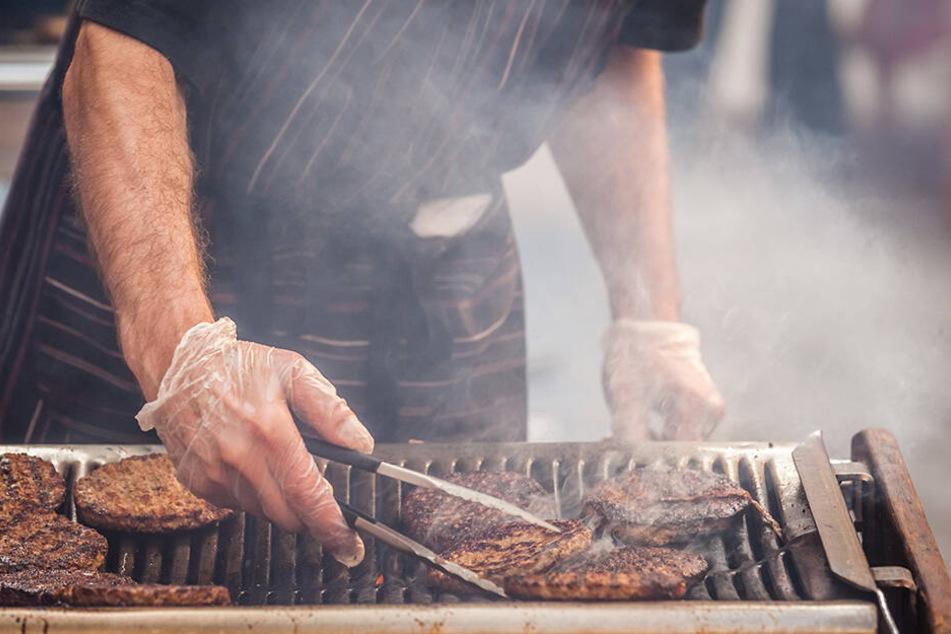 Der Geruch von gegrilltem Fleisch und Fisch störte die Veganerin. (Symbolbild)