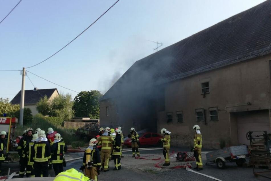 In der Scheune eines Dreiseitenhofs im Grimmaer Ortsteil Cannewitz ist am Samstagnachmittag ein Brand ausgebrochen.