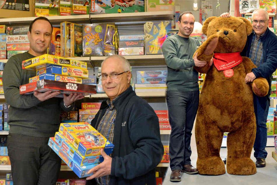 """Der Teddybär ist der beste Plüschfreund kleiner Kinder, auch im Spielwarengeschäft """"Carl Loebner""""."""