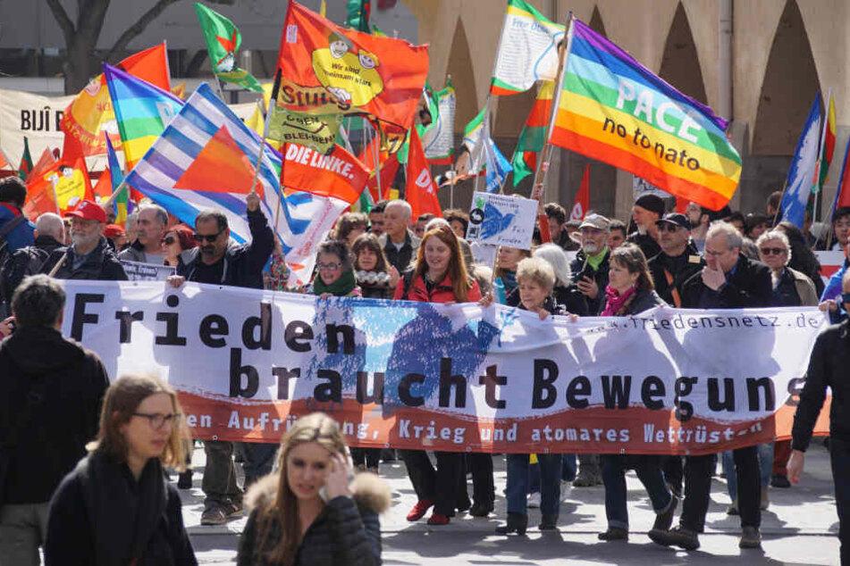 Etwa tausend Menschen waren bei dem Friedensmarsch dabei.