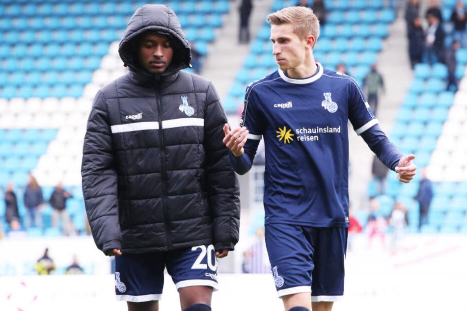 Leroy-Jacques Mickels (l.) spielt seit Saisonbeginn ebenfalls in der 3. Liga. Er steht beim Spitzenreiter MSV Duisburg unter Vertrag und trifft am 18. März auf seinen älteren Bruder.