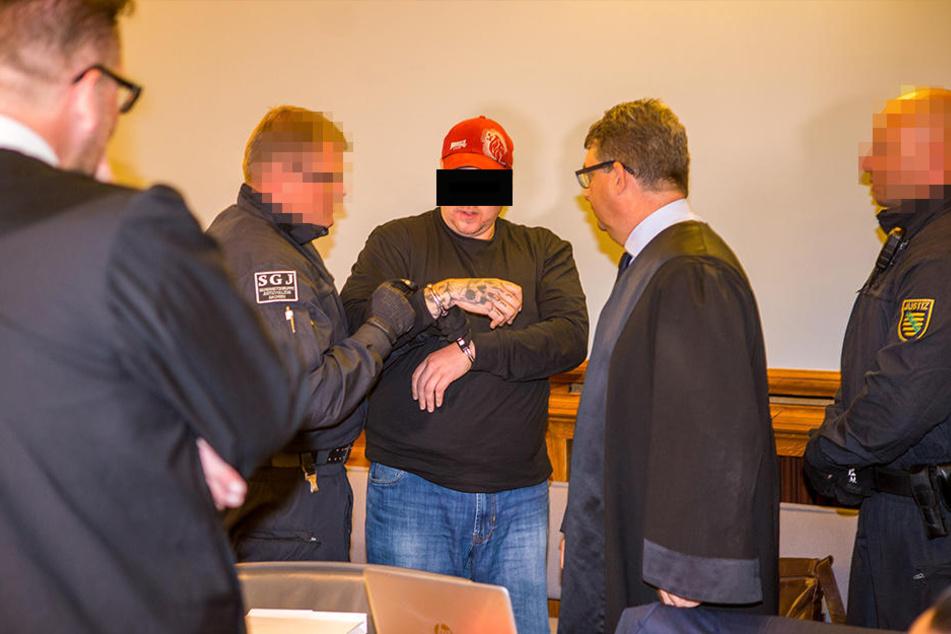 Der Hauptangeklagte Hells Angel Stefan S. (31) im Gerichtssaal.