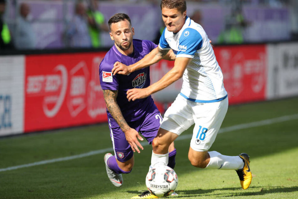Der Magdeburger Alexander Ignjovski (r.) bringt Calogero Rizzuto unfair aus dem Tritt.