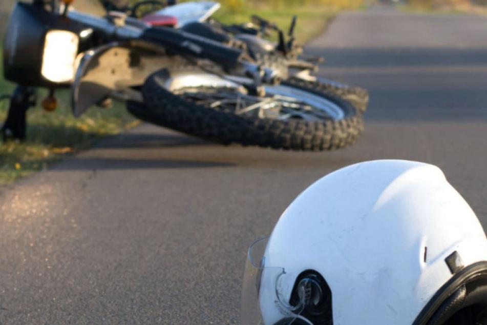 Die 18-jährige Kraftradfahrerin erlag noch vor Ort ihren Verletzungen. (Symbolbild)