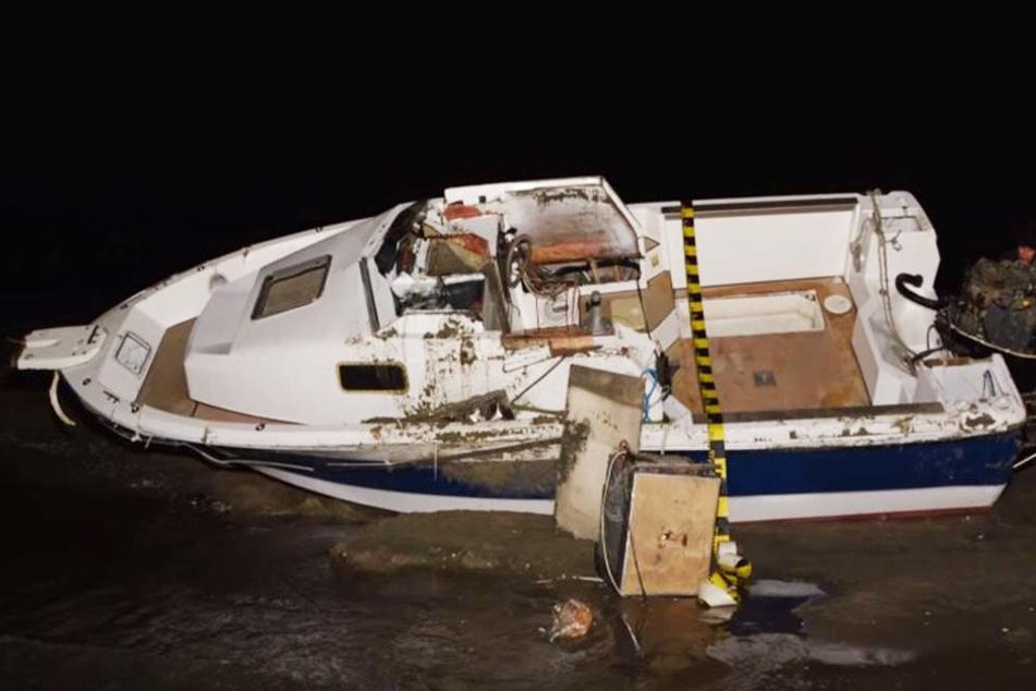 Die Ermittler entdeckten in dem umgekippten Bott Kokain im Wert von mehr als 300 Millionen Euro.