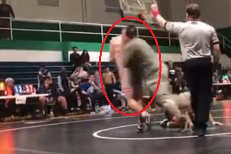 Ringkampf in High School: Plötzlich rastet ein Vater komplett aus und die Sache eskaliert