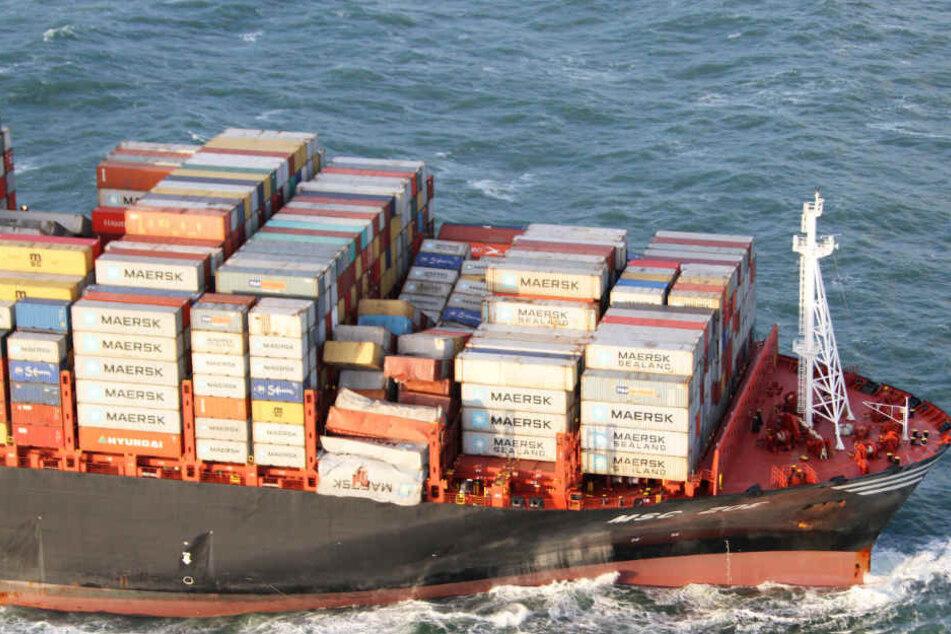 """Die """"MSC Zoe"""" hat vor Kurzem wegen Sturm """"Zeetje"""" auf der Nordsee rund 270 Container verloren."""