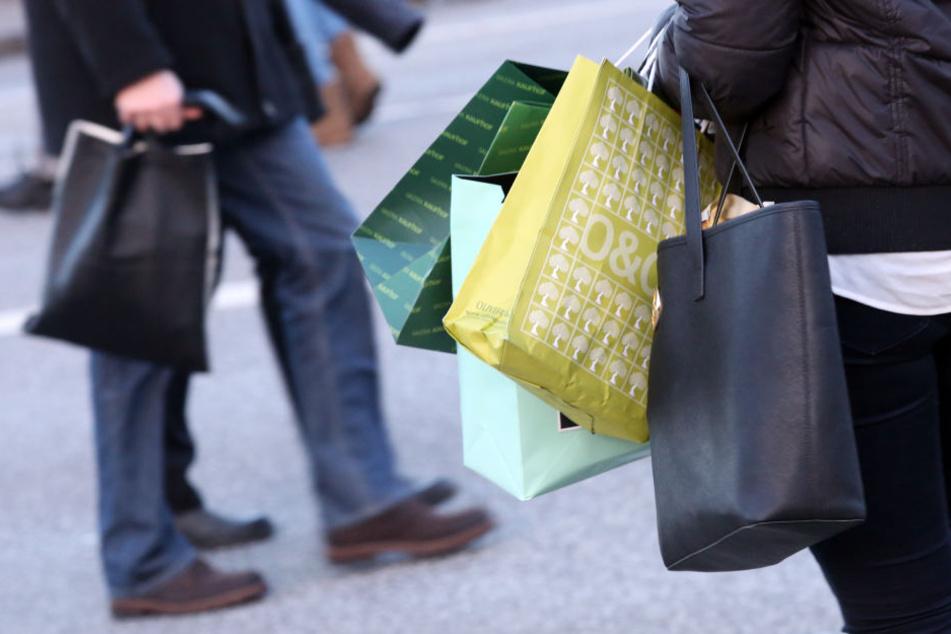 Tragen wir die Einkaufstüten bald auch am Sonntag durch die Gegend?