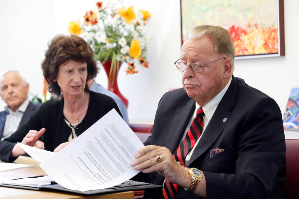 Erst vor wenigen Wochen gab es ein klärendes Gespräch zwischen Wissenschaftsministerin Eva-Maria Stange (60; SPD) und Niles-Simmons-Chef Hans Naumann (81).