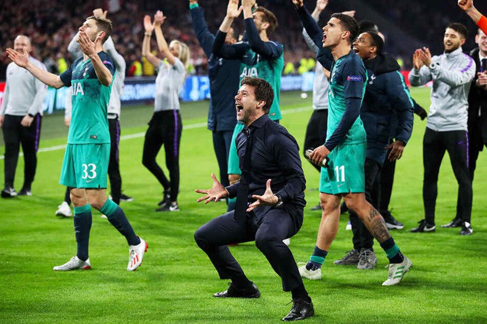 Tottenhams Trainer Mauricio Pochettino (vorne-rechts) konnte sein Glück kaum fassen.