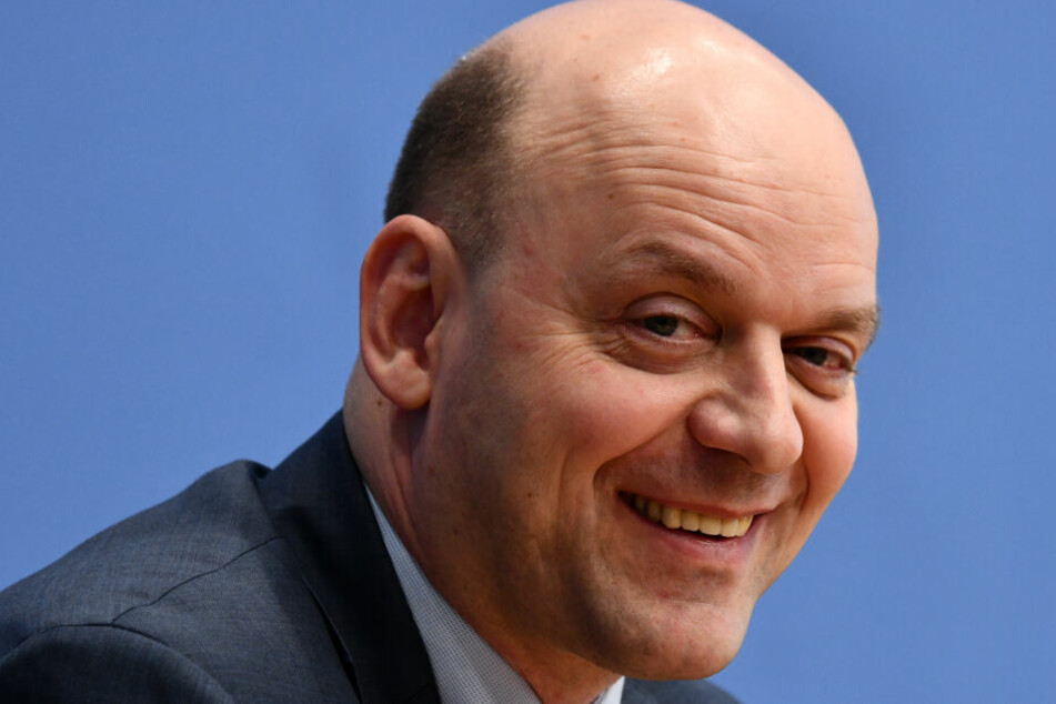 Robert Lambrou ist Vorsitzender der AfD Hessen.