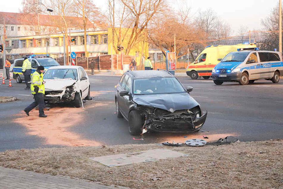 Es kommt aufgrund des Unfalls zu Verkehrsbehinderungen am Bernsbachplatz.