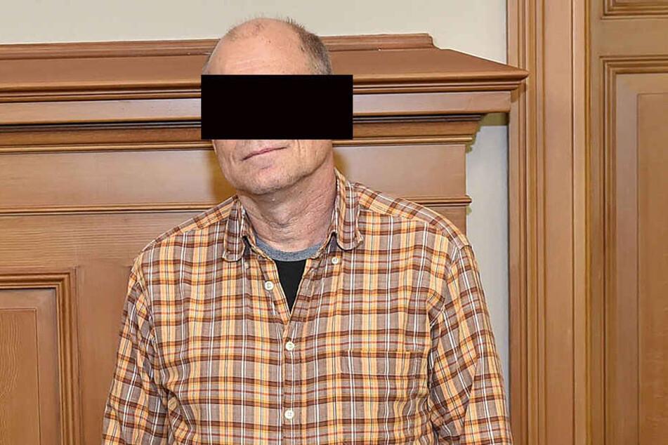 Abriss-Experte Uwe H. (55) beteuert, sich völlig legal verhalten zu haben.