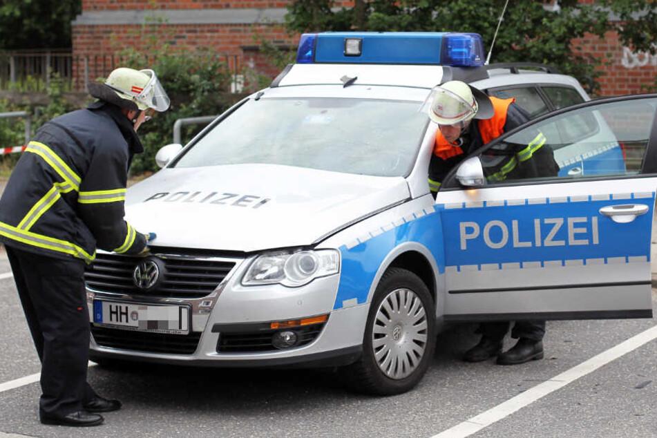 Ein Streifenwagen der Polizei hat einen Fußgänger in Hamburg erfasst. (Symbolbild)