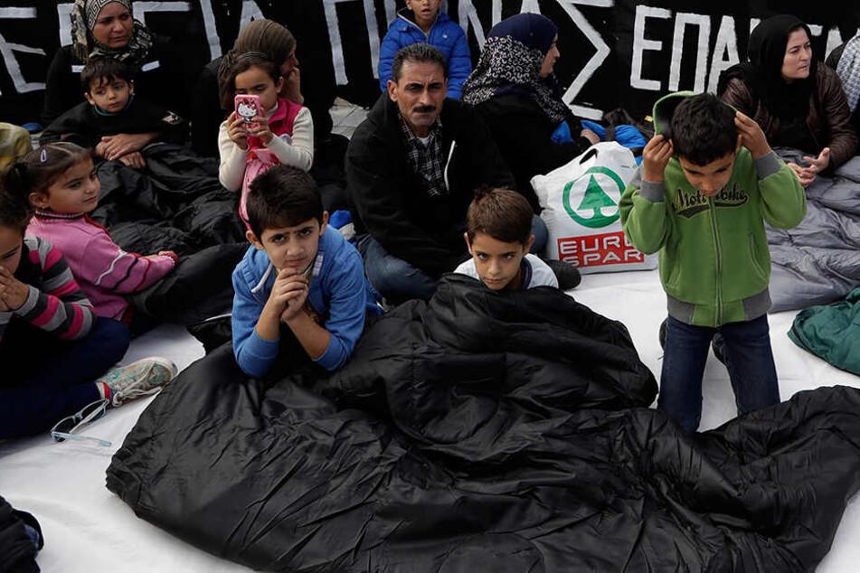 In Griechenland warten rund 4000 Menschen auf eine Familienzusammenführung.