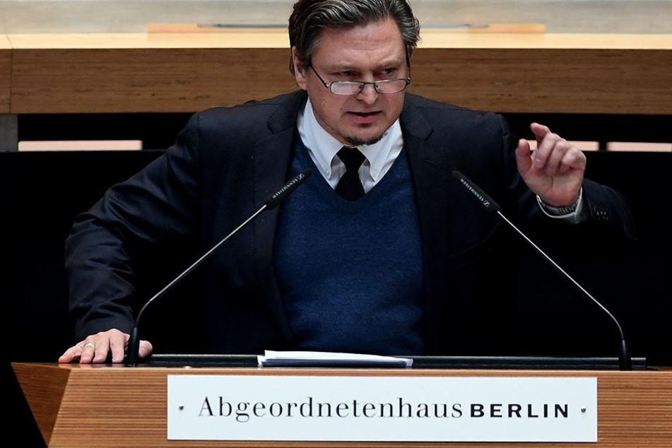 Der Abgeordnete Frank-Christian Hansel (AfD) spricht in Berlin bei der 18. Sitzung des Berliner Abgeordnetenhauses.