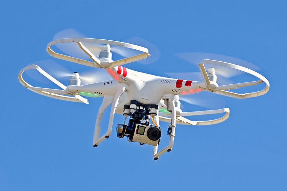 Um 3.01 Uhr wurde der Flugbetrieb zwar wieder aufgenommen, nur eine Dreiviertelstunde später nach erneuter Sichtung mehrerer Drohnen aber wieder gestoppt.