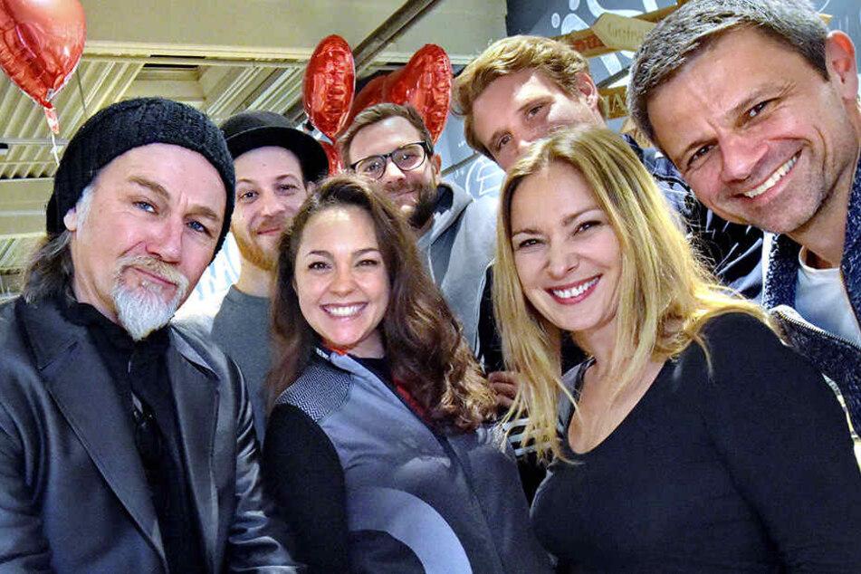 Schauspielerkollegen unter sich: (vorne v.l.) Luca Maric, Ines Kurenbach, Astrid Leberti, Jens Hajek, (hinten v.l.) Patrick Müller, Alexander Kroll und Lukas Piloty.