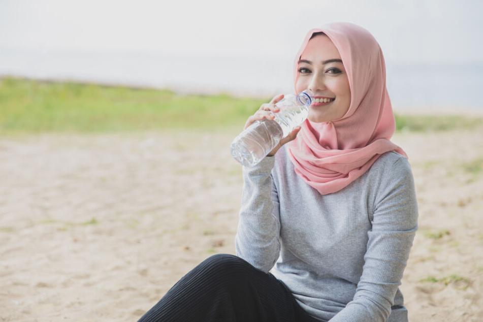 Immer mehr Menschen greifen zur Glas- statt zur Plastikflasche.