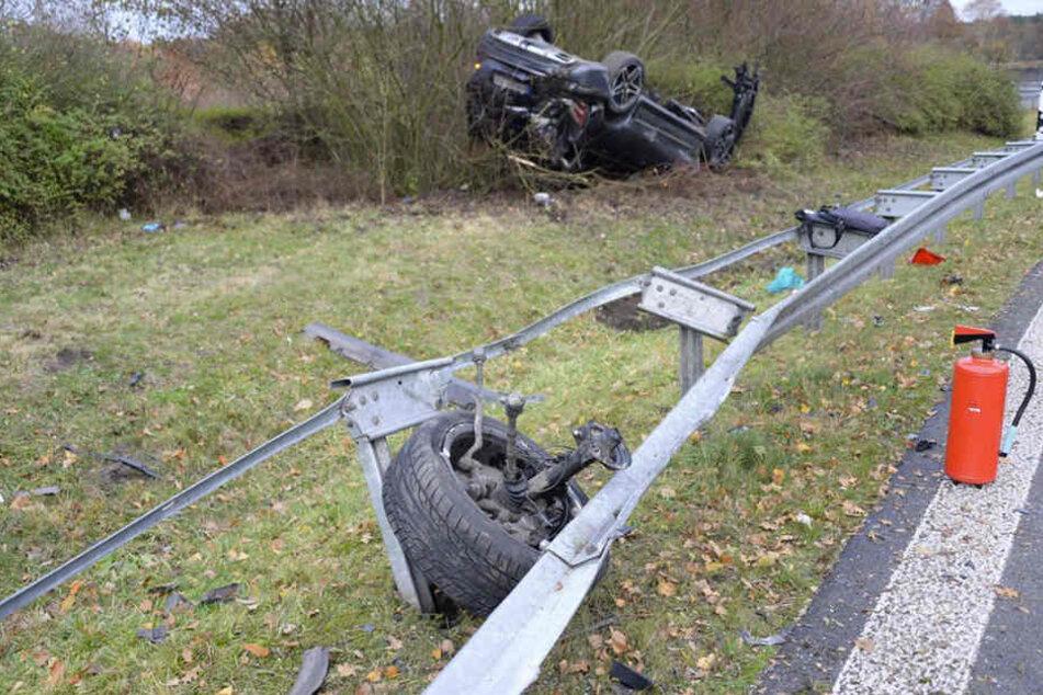 Der schwarze Mercedes SUV wurde bei dem Unfall komplett zerstört.
