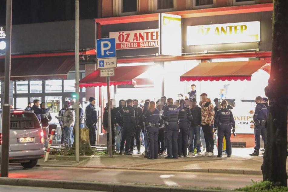 Die Polizei bei der eskalierten Feier in Wuppertal.