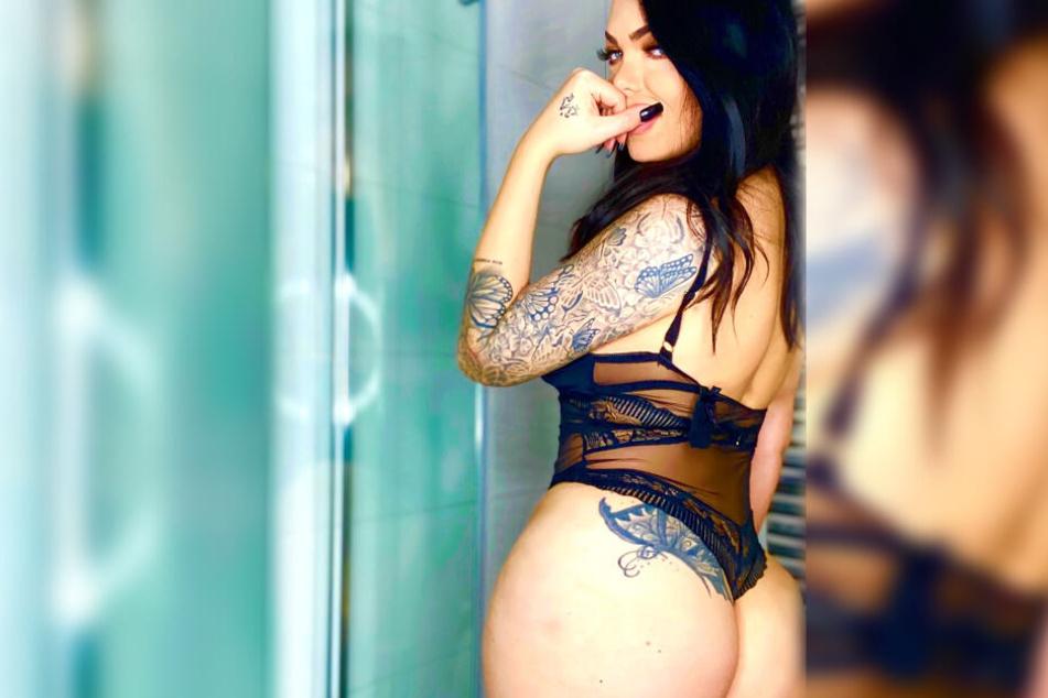 Eine ganze Reihe von Tattoos schmücken den Körper von Mademoiselle Nicolette.
