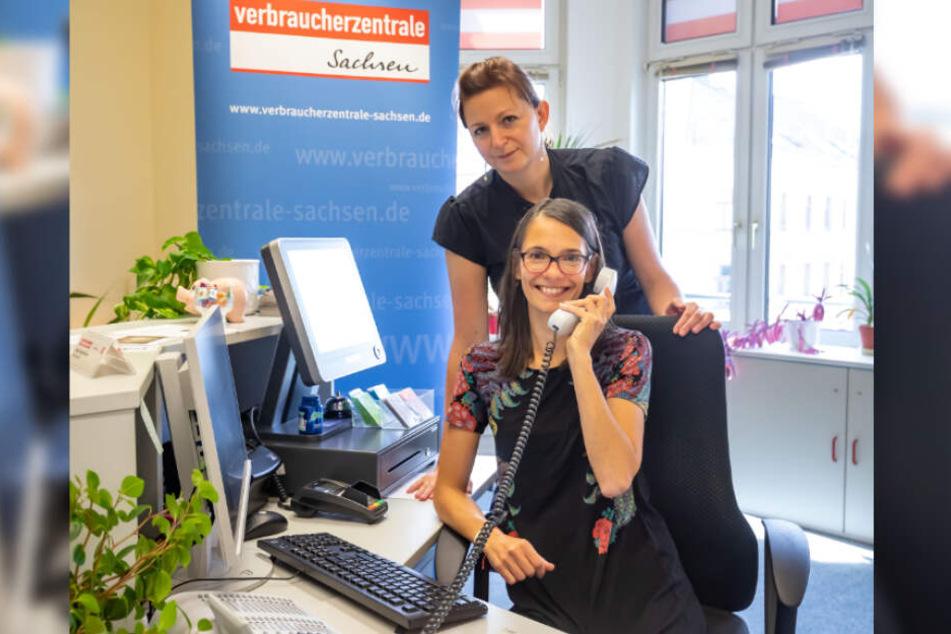 Sabine Roeber (36) und Cornelia Neukirchner (41) vom Verbraucherschutz Sachsen freuen sich über die neue Beratung in acht Fremdsprachen.
