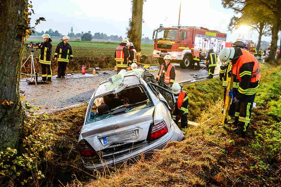 Ein Großaufgebot der Feuerwehr war an der Laarer Straße vor Ort.