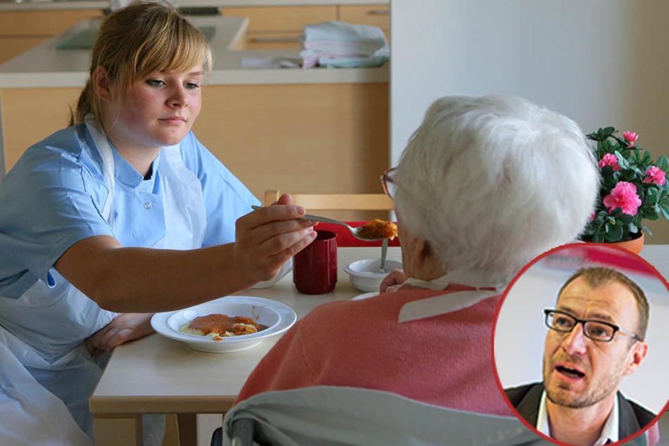 Pflege braucht Zeit: In einer DRK-Seniorenwohnanlage hilft eine Pflegerin einer alten Dame beim Essen.