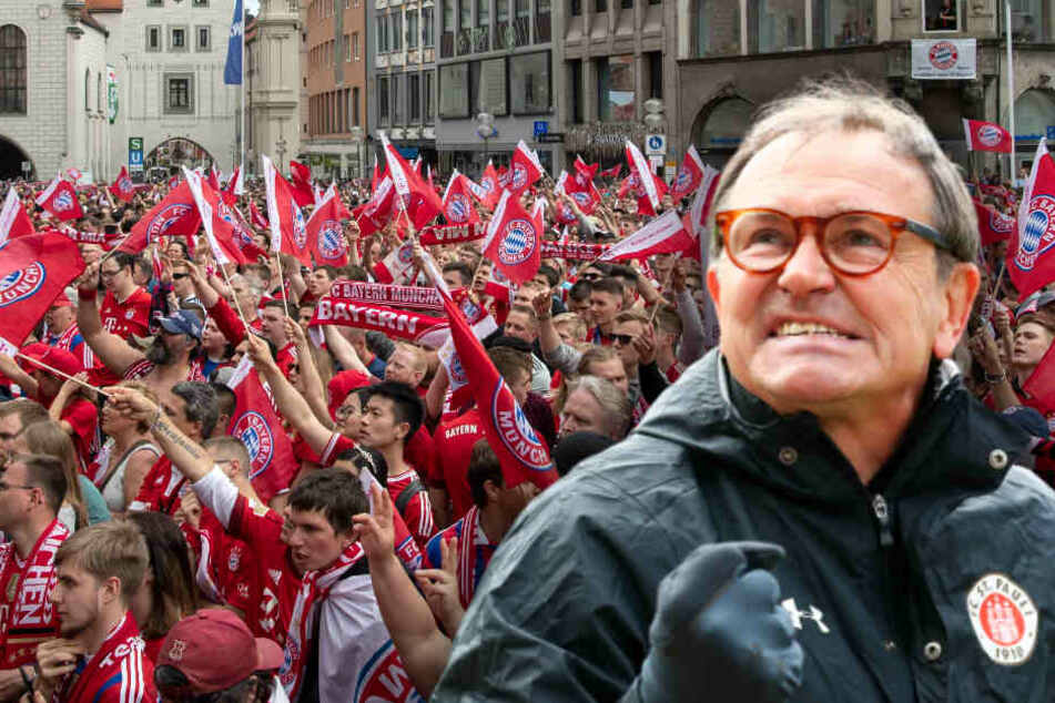 St. Paulis damaliger Trainer Ewald Lienen (66) hat in einer Rede gegen den FC Bayern ausgeteilt. (Bildmontage)