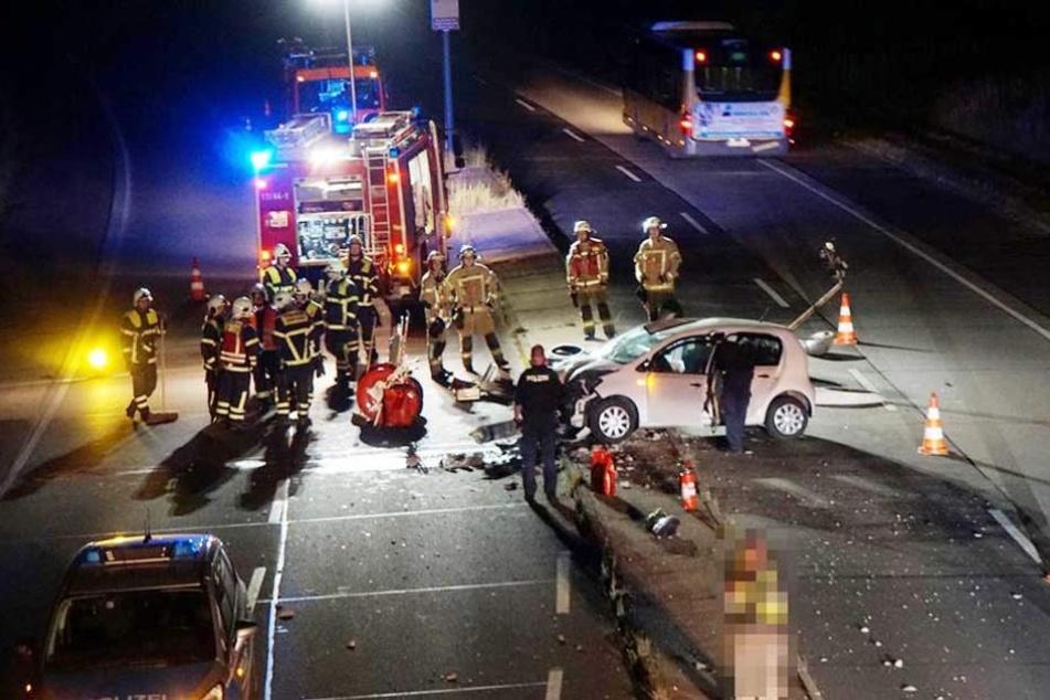 Die Straße musste während der Unfallaufnahme teilweise gesperrt werden.